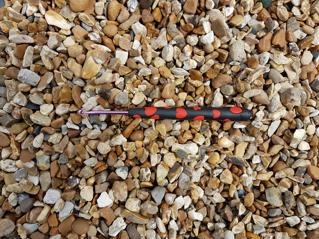 Crochet hook 3mm U.K.. Black Clay with Red Hearts handle.