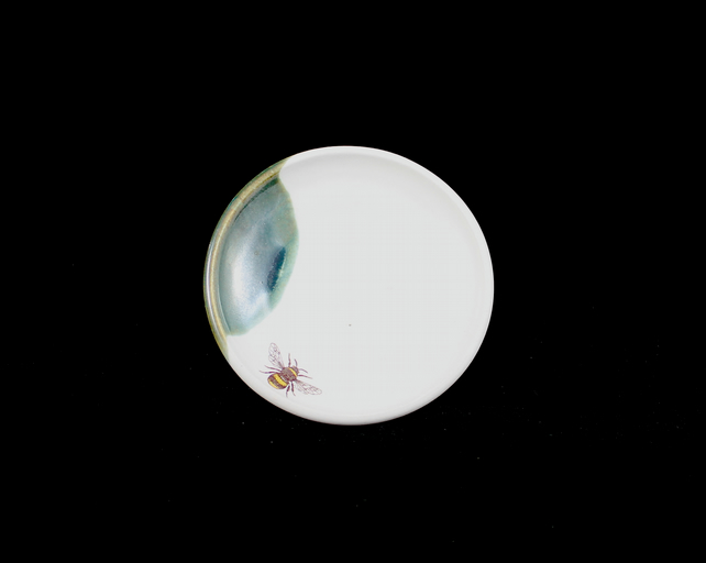Soap Dish in White with Bee and Edge