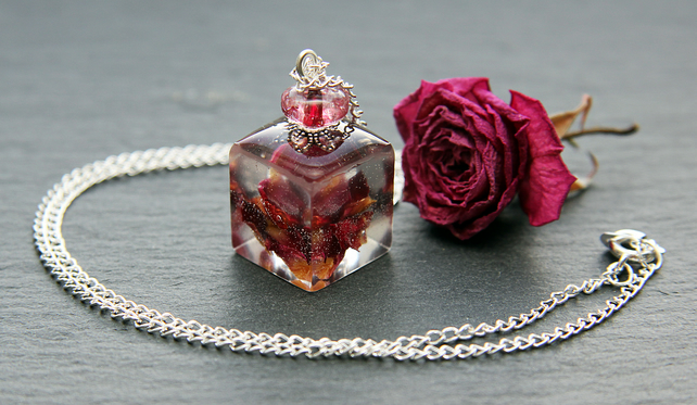 Real Dried Rose Petals Handmade Pendant Resin Necklace Cube Nature Red Pink Gift