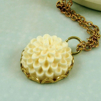 Ivory Pom Pom Flower Necklace