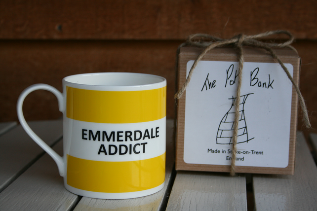 Emmerdale Addict Hoop Mug Gift Boxed (choice of ten colours)