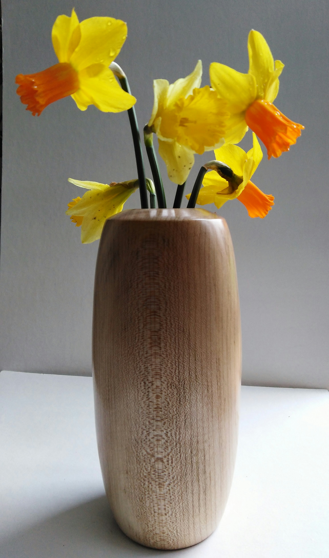 Sycamore Wood Vase which can take real flowers 920