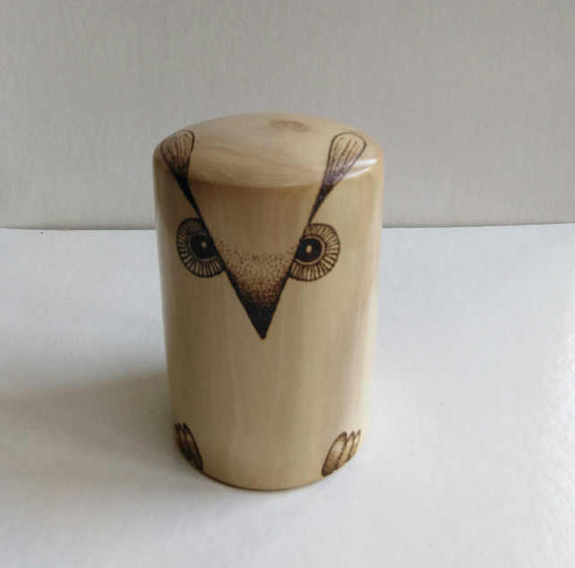 Holly Wood Owl Paperweight 927