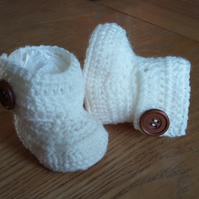 Wraparound baby booties