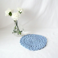 light blue crocheted candle mat, crochet mandala to accessorise your home