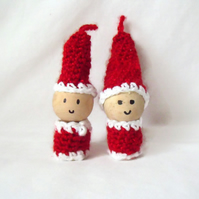 pair of crocheted santas, hanging spool christmas decorations