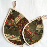 pair of leaf shaped pot holders in greens, patchwork quilted coasters