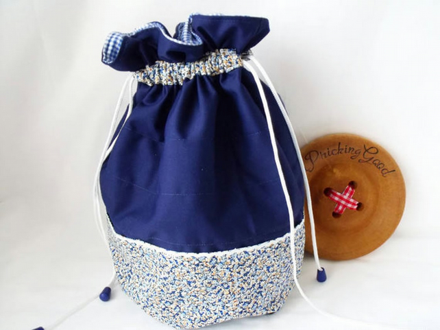 crochet yarn bag and hook storage, blue ditsy print