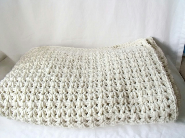 cream heavyweight chunky crocheted blanket, 42 x 48 inches