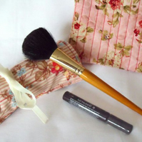 Moda floral pink make up gift set, toiletry bag and make up brush holder