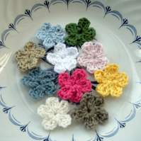 20 Mini Crochet Applique Flowers in Multicolours