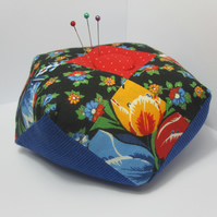 Weighted pin cushion (canal art style)