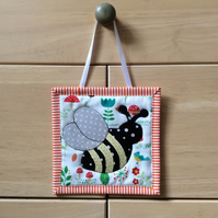 Mini wall hanging (bee)