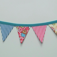 Mini magnetic bunting (cupcakes)