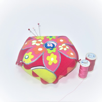 Weighted biscornu pin cushion (flower power)