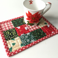 Christmas mug rug (green flake)