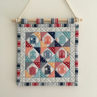 Mini quilt (beach huts)
