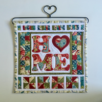 Mini quilt hanging (home), hanger included