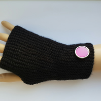 Ladies black fingerless gloves with pink button