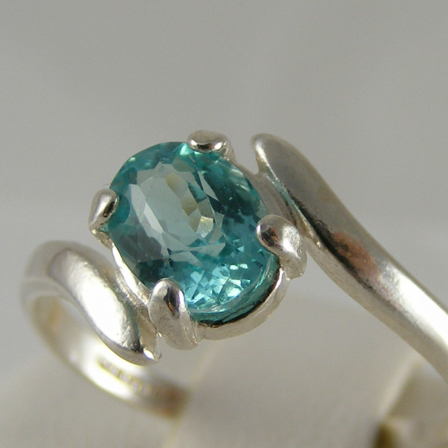 Ring in Sterling Silver featuring Gorgeous Neon Blue Apatite - size P