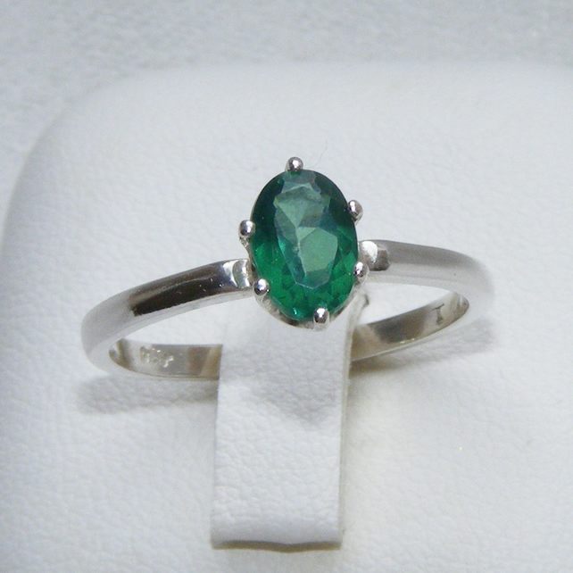 Ring in Sterling Silver featuring Green Tourmaline