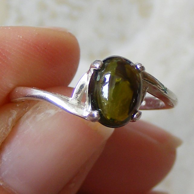 Sterling Silver Ring featuring a pretty Tourmaline Gemstone - Verdite
