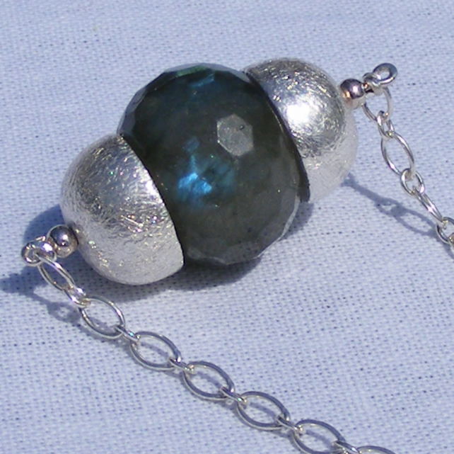 Necklace in Sterling Silver with Labradorite Gemstone