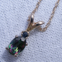 Pendant and chain in Sterling Silver Set With Mystic Topaz and Sapphire