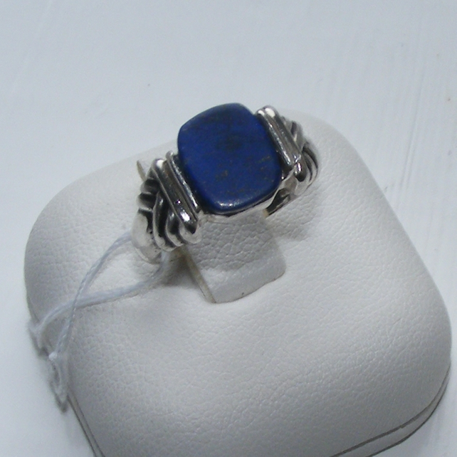 Ring in Sterling Silver featuring a hand shaped Lapis Lazuli Cabochon