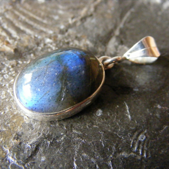 Pendant in Sterling Silver with Bezel Set Labradorite Gemstone