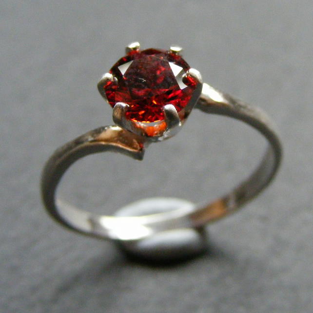 Ring in Sterling Silver With Red CZ Round Cut Gemstone UK Size O