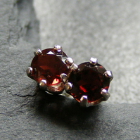 Stud Earrings in Sterling Silver set with Garnet Gemstones