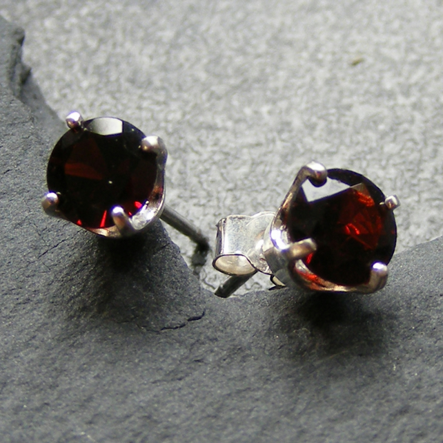 Stud Earrings in Sterling Silver set with Deep Red Garnet Gemstones