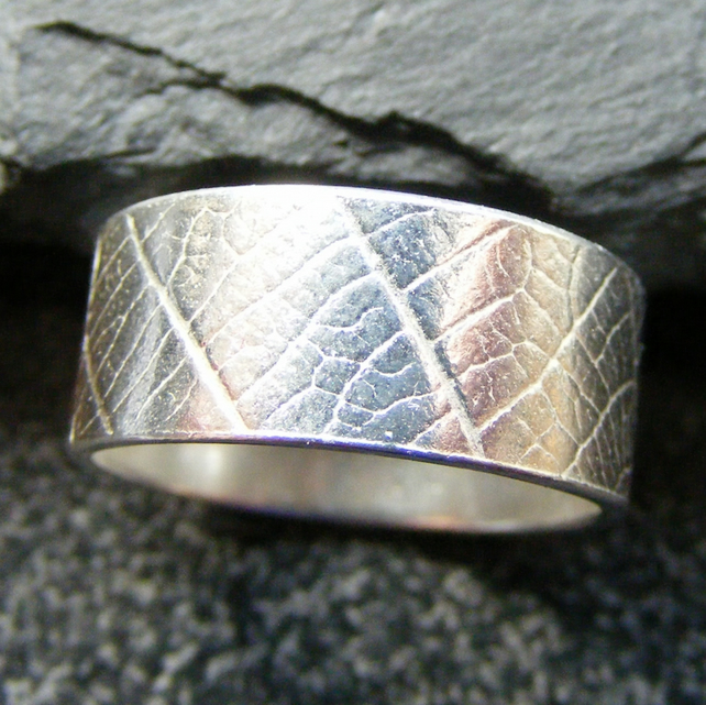 Band Ring in Sterling Silver with Embossed Leaf Detail Hall Marked Size L M