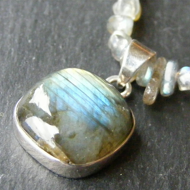 Necklace in Sterling Silver with Labradorite Gemstones 925