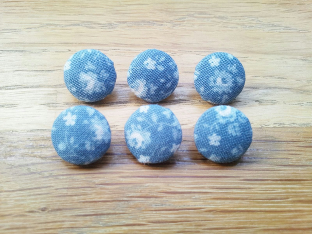 6 x Handmade Fabric Vintage Style Blue Floral Print Buttons, 14mm.