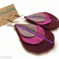 Felt peacock feather earrings - Berry Rainbow