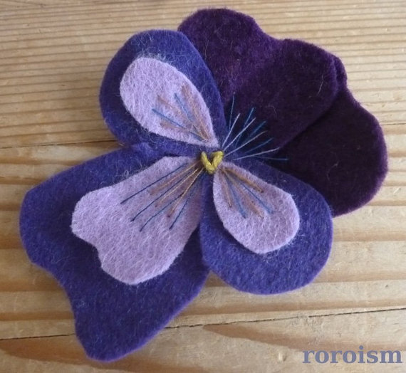 PANSY Brooch in Purple and Royal Blue -  Freethinker felt brooch boutonierre