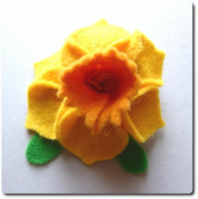 Sunny Yellow Narcissus  Daffodil brooch