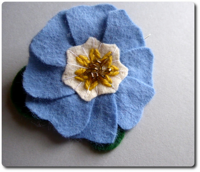 Sky Blue PRIMROSE Brooch - single flower