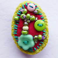 Brooch pin, accessory, oval, beads & buttons, Danette