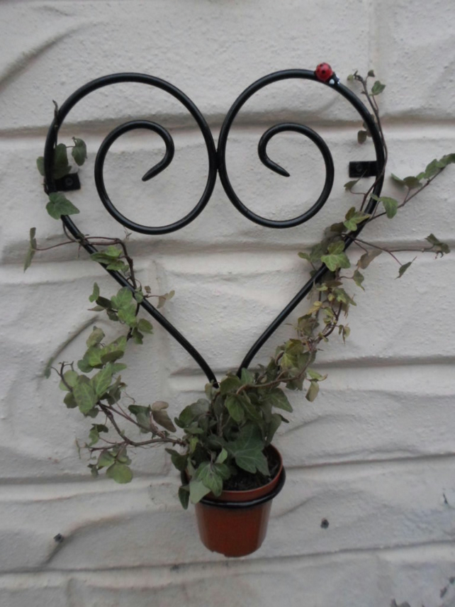 "WROUGHT IRON "" HEART & LADYBIRD"" PLANT POT RING HOLDER"