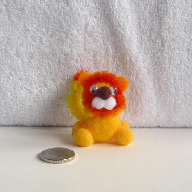 "MINIATURE ""Leonard"" The Pom Pom Lion 002."