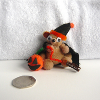 HALLOWEEN Pom Pom Teddy With Pumpkin And Broom Stick