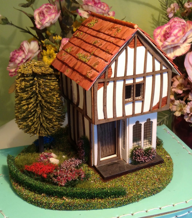 48th, quarter scale, Tudor dolls house with garden,