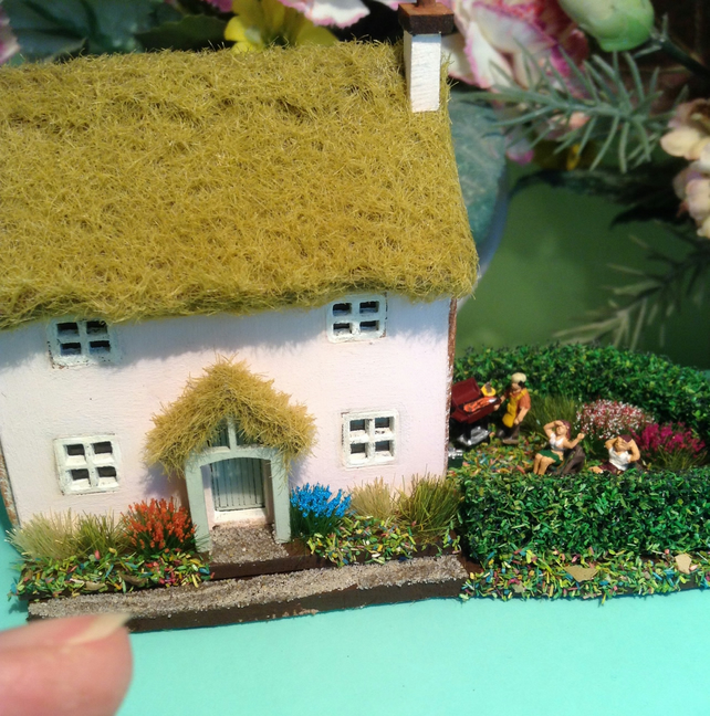 144th Micro Dolls House Thatched Cottage Wit Folksy