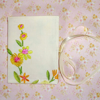Needle case - Embroidered Flowers