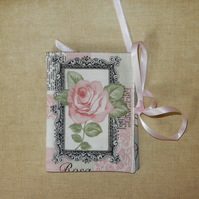 Needle case - Pretty pink rose