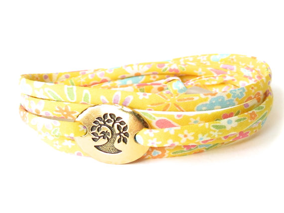 Confirmation bracelet for girls in cheerful yellow florals