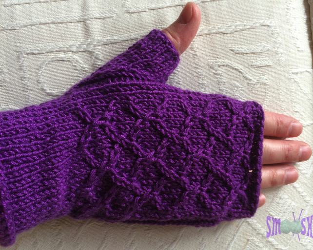 Fingerless Mitts: Grapevine
